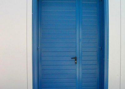 drzwi wypełnione panelem